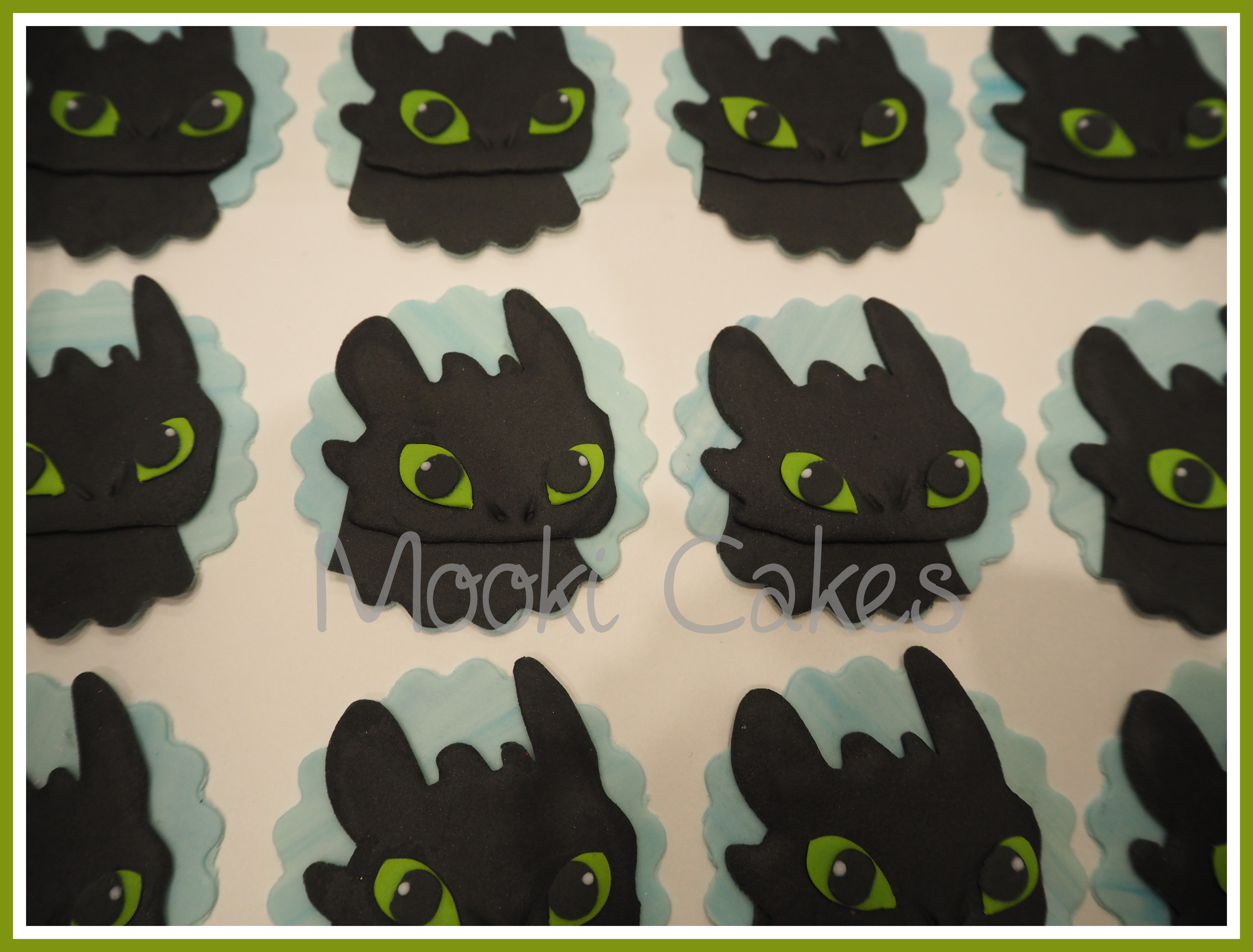 Toothless cake decorating photos toothless cupcake toppers how to train your dragon ccuart Gallery