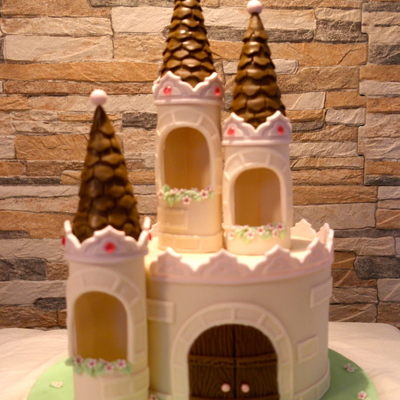 This Was My First Go At A Castle Cake I Used A Wonderful Tutorial From Royal Bakery Although This Cake Is A Lot Smaller In Scale Tfl