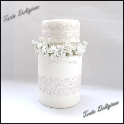 Freesias With Pearl Lace Wedding Cake