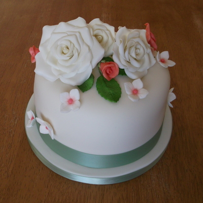 Top Tier Cake With Sugar Flowers On Which Was The Top Tier For 150 Cupcakes X on Cake Central