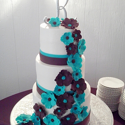 This Cake Was Made For A Good Friends Daughters Wedding When I Arrived To Set It Up The Table And The Light Behind It Would Move When Someo...