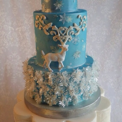 Reindeer And Snowflakes Wedding Cake The Snowflake Layer Is Is Wafer Paper The Snowflakes On The Top Tiers Are Gelatin Or Wafer Paper