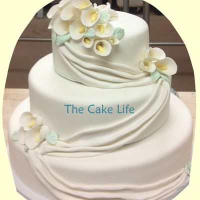Round Wedding Cake With Swags And Gumpaste Calla Lilies