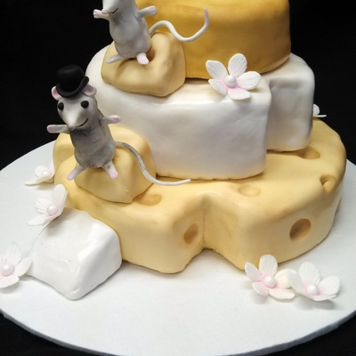 Tiny Sugar Mice On Top Of Cakes Sculpted To Look Like Cheese