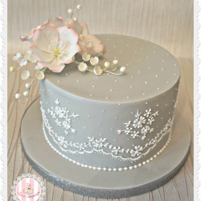 I Did This Cake In A Class At Squires Kitchen With Helen Mansey Absolutely Loved Doing The Royal Icing Which Was A First And The Most Comp...
