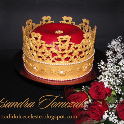 This Is My Two Pieces Birthday Cake Made By Me Crown Was Made With 24 Gold Home Made Fondant With True Paited Pearls To Make It I Us