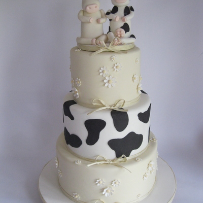 Cow Themed Wedding Cake Adapted From An Original This Isnt My Design But I Dont Know Whos It Is I Searched For It But Was Unable To Fin