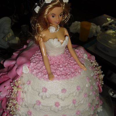 My First Attempt At Carvinga Doll Cake For A Pretty 4 Year Old Princess