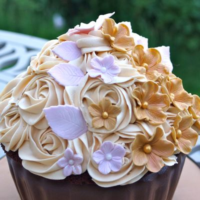 A Giant Chocolate And Caramel Cupcake Decorated With Sugar Flowers Httpthesugarmiceblogblogspotcouk201306Giant Chocolate And Caram