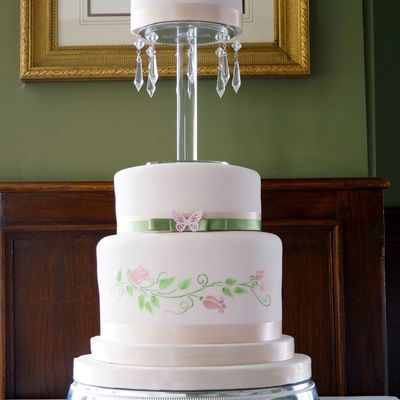 A Three Ties Wedding Cake With Jewels One Tier Vanilla One Chocolate And One Fruit See More At Httpthesugarmiceblogblogspotcouk2