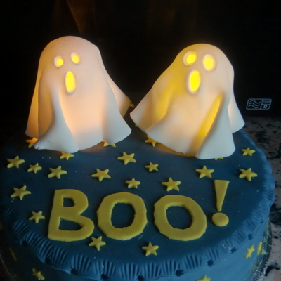 Halloween Cake With Ghosts