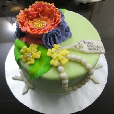Pearls And Flowers Theme Cake