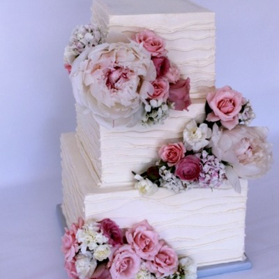 Square Wedding Cake For A Rustic Feminine Wedding