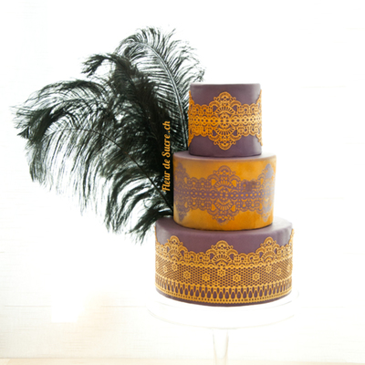 Gold Lace On Violett Sugarpaste With Black Feathers