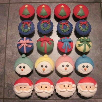 Christmas Cupcakes I Must Thank Anyone Here Who Has Done These Before And Mr Google For My Inspiration