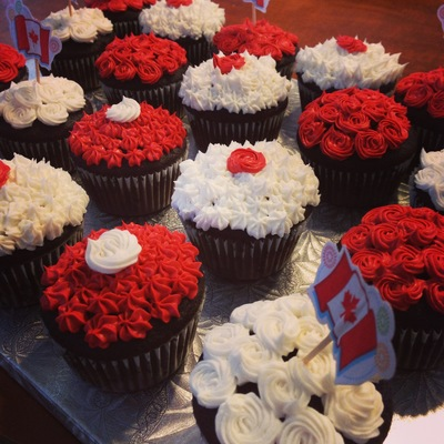 Canada Day Buttercream Cupcakes Alternating Between Tips 18 And 16