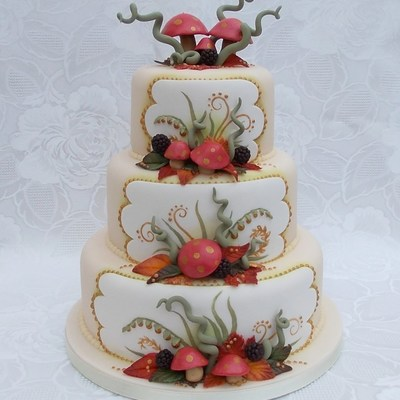 Autumn Theme Wedding Cake Toadstoolsleavesberries Are All Made Fro Sugar Paste So Totally Edible Made By Veritys Creative Cakes