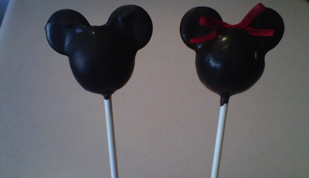 Minnie Mouse Cake - CakeCentral.com Mickey And Minnie Cake Pops Instructions
