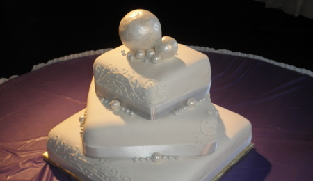 wedding cakes with diamonds and pearls diamonds and pearls cakecentral 26019