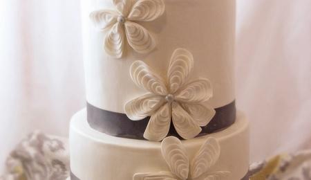how to make a petal shaped wedding cake