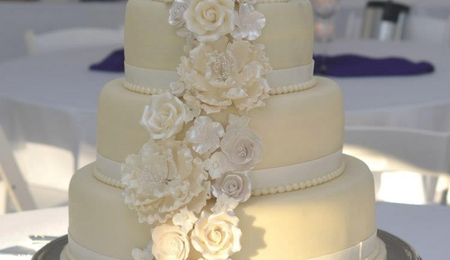 chocolate wedding cake with white fondant icing lace elagance cakecentral 12817