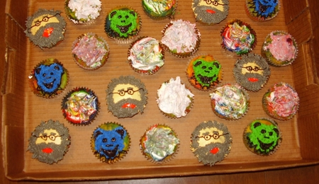 how to make rainbow tie dye cupcakes
