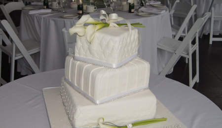 how to cut a square tiered wedding cake square cake cutting and servings guide cakecentral 15623