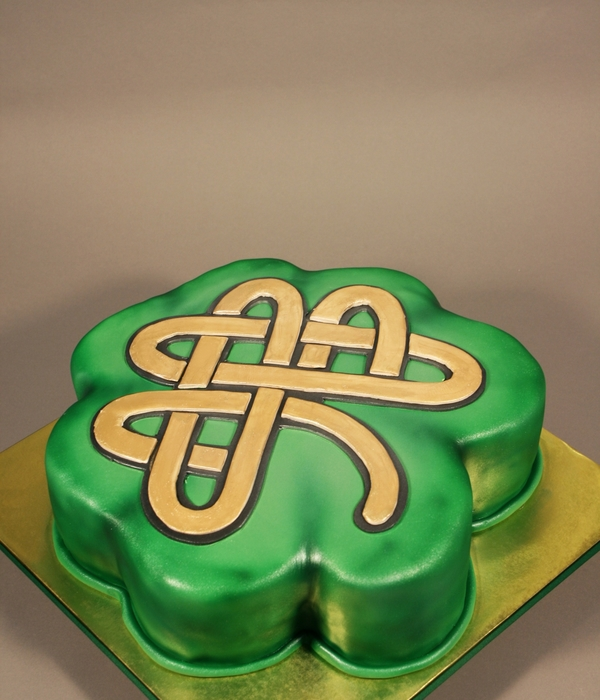Celtic Clover Leaf Cake