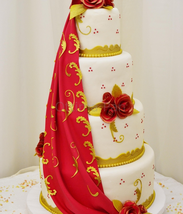 wedding cake red and gold top amp gold cakes cakecentral 23661