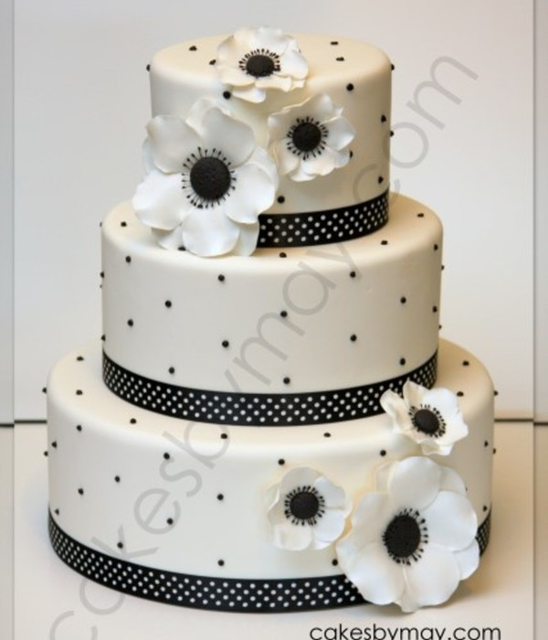 White With Black Details Wedding Cake