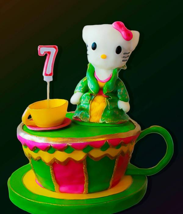 Hello Kitty 3D Sculpted Cake