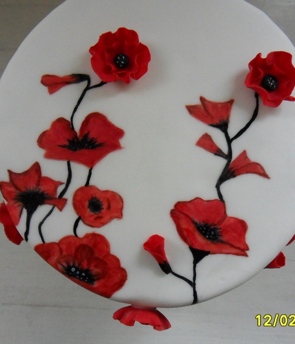 Hand Painted Poppy Cakes With 3D Poppies