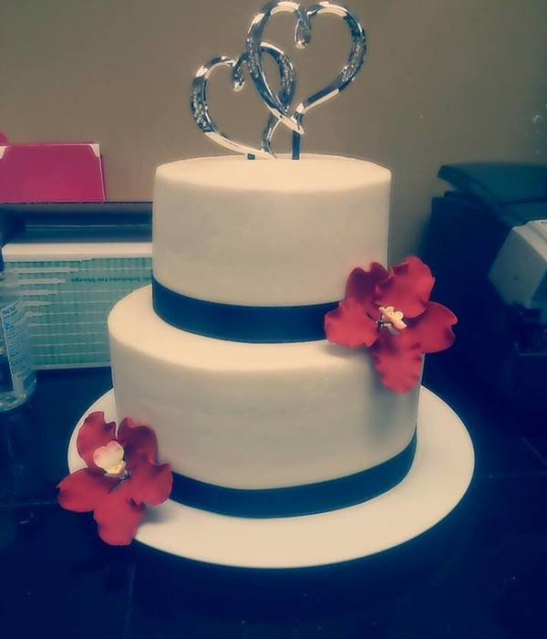 Simple Wedding Cake With Sugar Flowers
