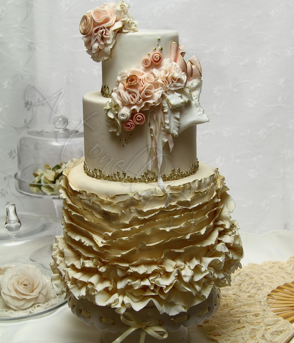 This Happily Designed Vintage Ruffles Shabby Couture Cake Is Currently Adorning My Living Room It Is Featured In This Months Cake Design M...