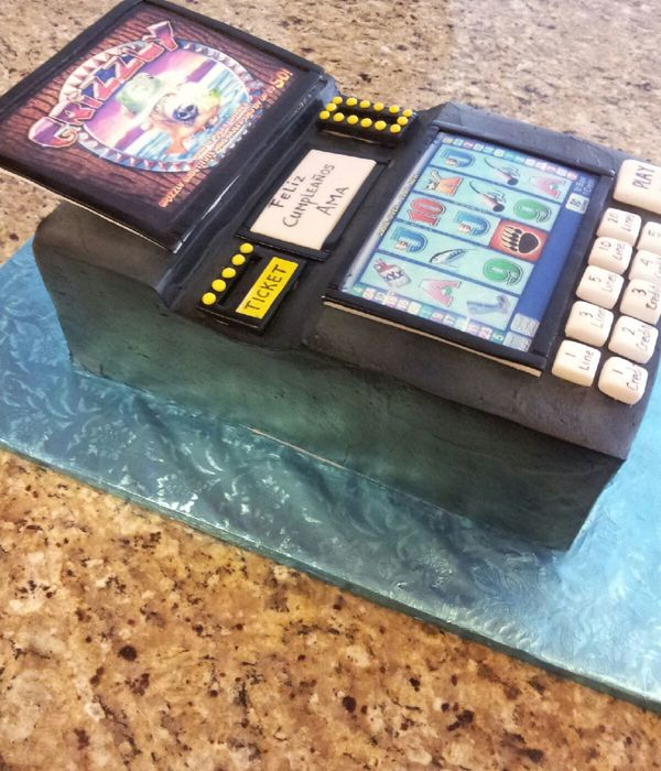 Grizzly Slot Machine Cake