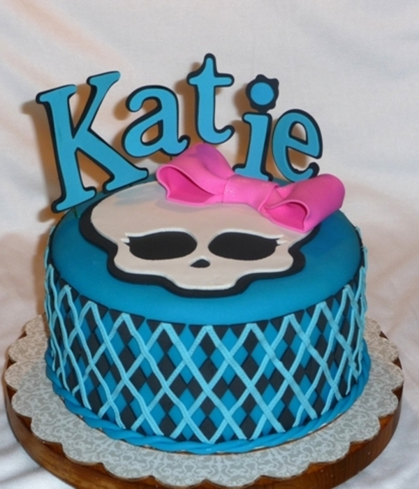 Monster High Cakes Cupcakes Cookies And Cake Pops Cakecentral