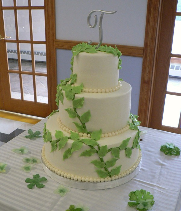 vine wedding cake top vines amp leaves cakes cakecentral 21596