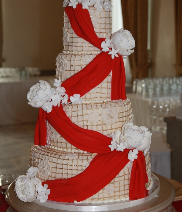 Top Red & Gold Cakes - CakeCentral.com