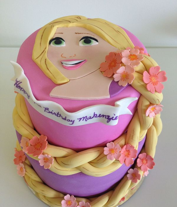 Rapunzel Cake By Veronica Arthur I Have To Give Credit To My Client Jane Krueger For Giving Me The Idea Of The Face On Top With The Braid
