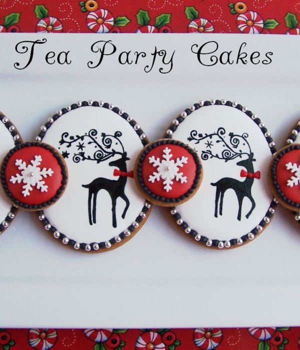 Gingerbread Cookies I Made For My Daughters Teacher Piped Royal Icing With Handpainted Reindeer Tfl