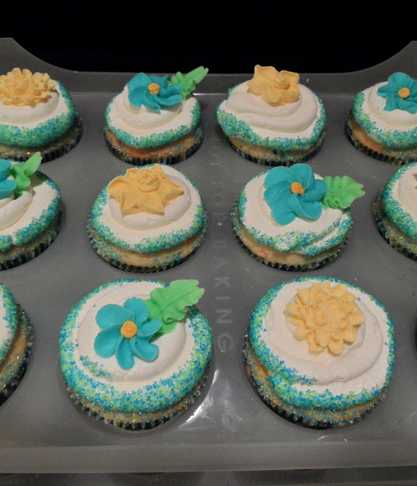 Blue, Green And Yellow Birthday Cupcakes For My Niece.