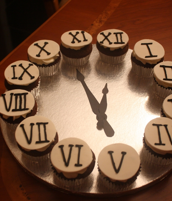 New Years Clock Cupcakes