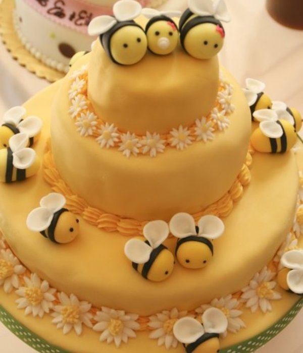 Buzzing Beautiful Cakes With Bees Cakecentral