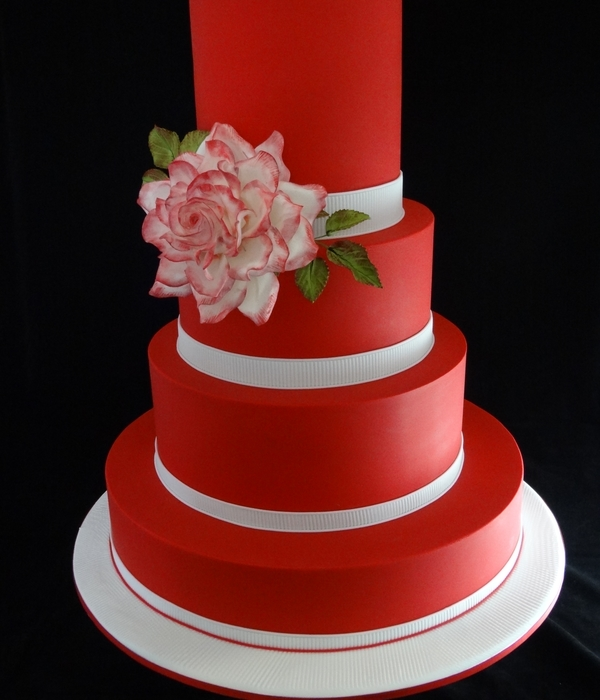 Red And White Wedding Cake- Rose Beauty