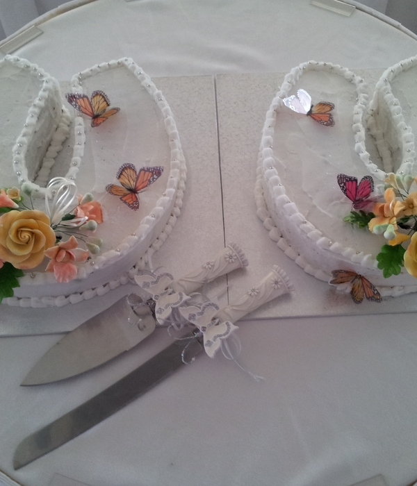 Horseshoe Wedding Cakes