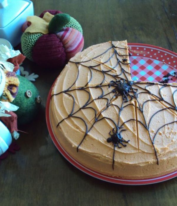 I Made A Spiderweb Cake And Couldnt Even Finish Decorating...