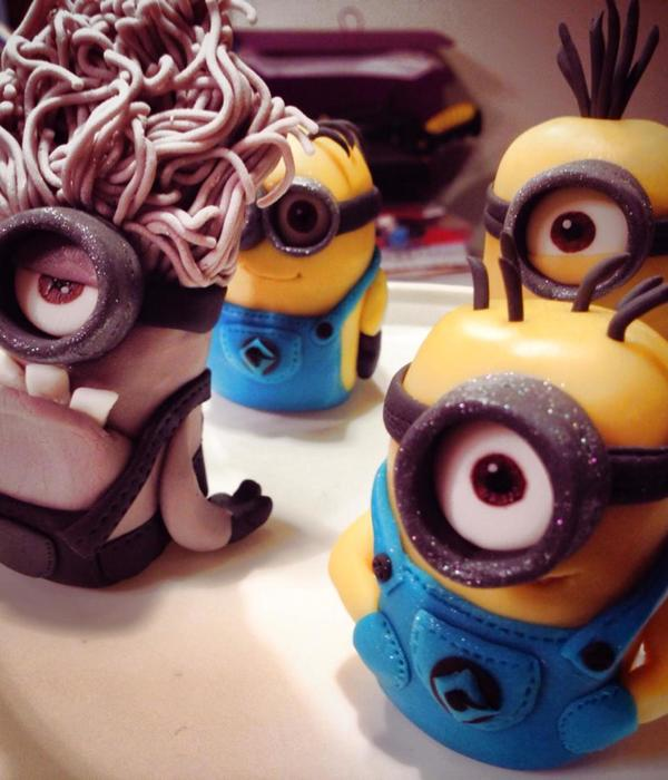 Minion Cake Toppers Made For A Family Friend They Stand About 35 4 Tall And Are Made From Fondant And Gum Paste