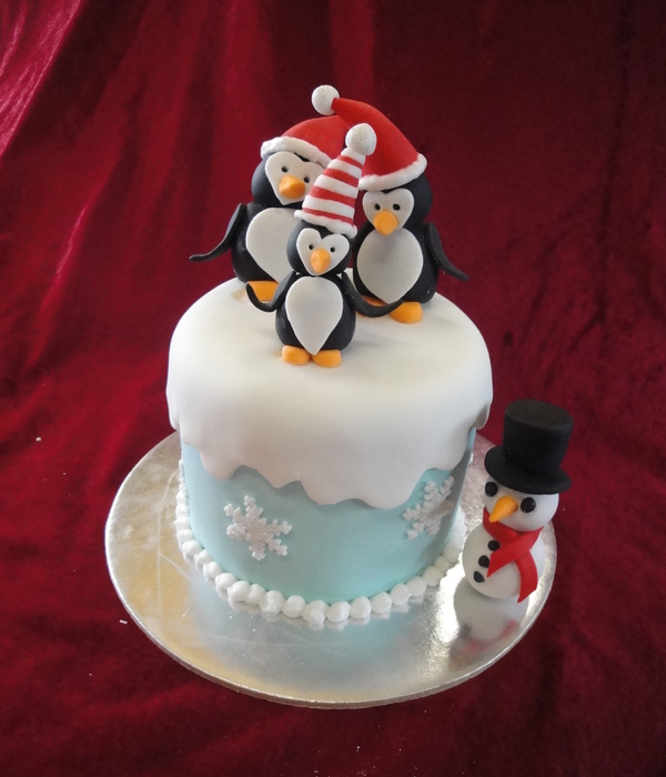 Mini Xmas Cake With Penguin Family