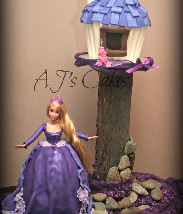 Rapunzel Cake And Giant Cupcake