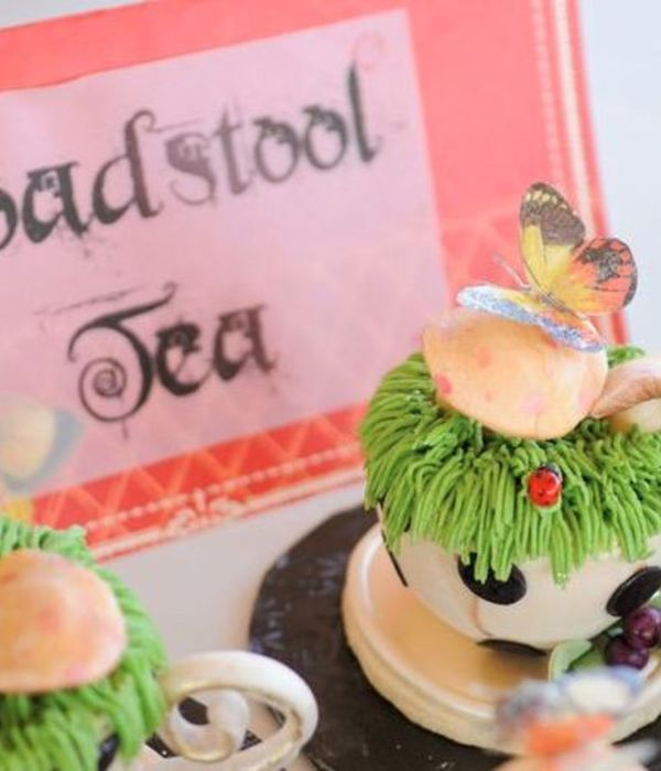 Alice In Wonderland Teacup-Cakes